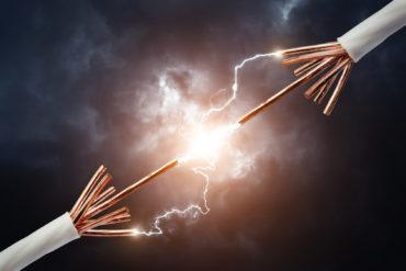 Electric cables connect with sparks to define XaaS © nomad soul - Fotolia.com