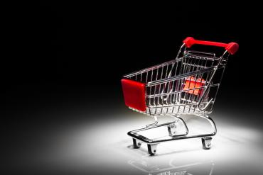 Empty shopping cart on black background © nikkytok - Fotolia.com