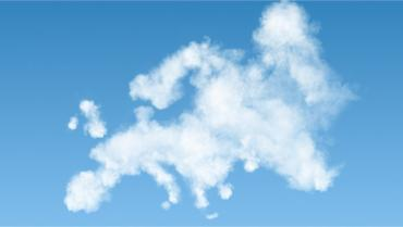 Map of Europe made of white clouds on blue sky © artjazz - Fotolia.com