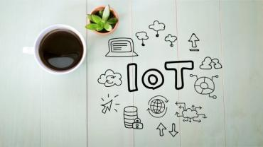 IoT concept with cup of coffee © Melpomene - Fotolia.com