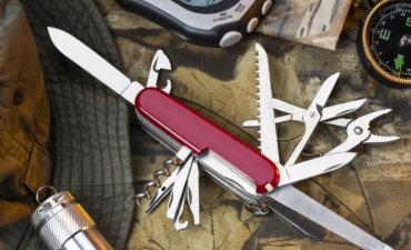 Swiss Army style knife outdoor lifestyle © mrallen - Fotolia.com
