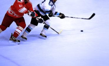 Ice hockey players chase puck © Thaut Images - Fotolia.com