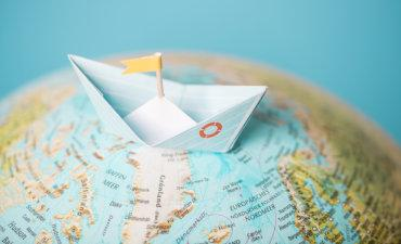Paper sailing boat on world globe © simpleblocks - Fotolia.com