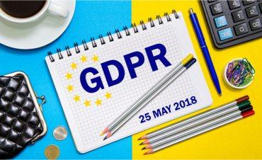 GDPR compliance notes dated 25 May 2018 with office tools © Stanislau_V - Fotolia.com