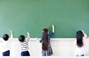 kids-on-chalkboard
