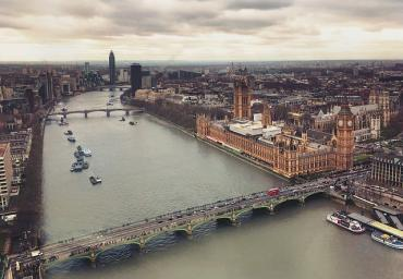 Image of the Thames and Houses of Parliament