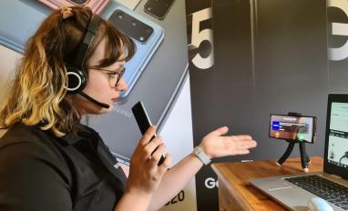 Image of a Samsung customer service agent giving a video demo