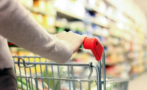 Woman pushing shopping trolley at the supermarket © MinervaStudio - Fotolia.com