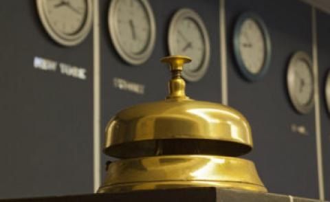 Old hotel bell with global clocks behind © Dan Morar - Fotolia.com