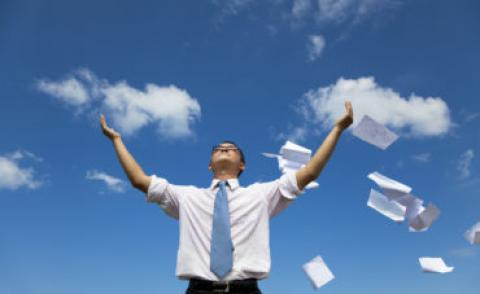 Man with papers © Tom Wang - Fotolia.com