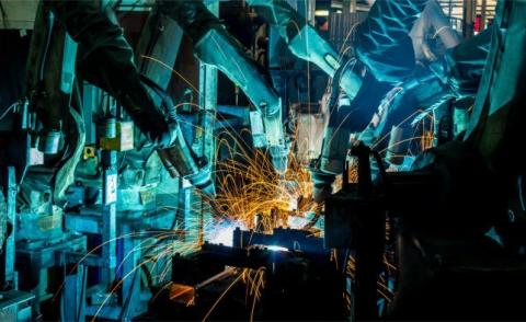 Welding robots in a car factory © taaee – Fotolia.com