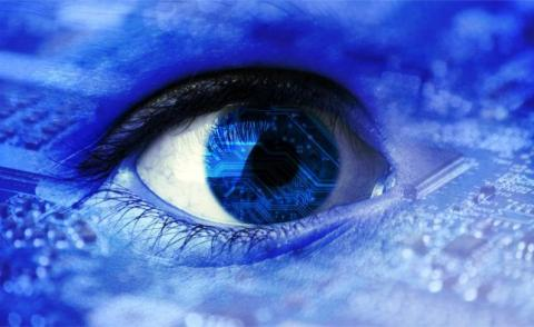 Blue eye superimposed on circuit board © mickyso – Fotolia.com
