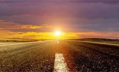 Road ahead with sunrise © nexusseven - Fotolia.com