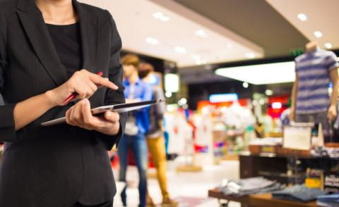 Businesswoman using digital tablet in retail © patcharaporn1984 - Fotolia.com