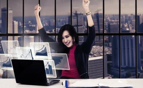 Successful businesswoman with virtual chart © Creativa Images - Fotolia.com