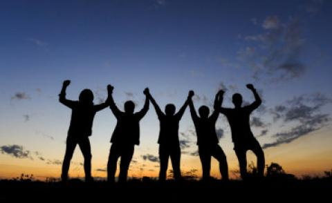 Team celebrate success silhouette twilight sky © tong2530 - Fotolia.com