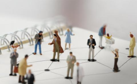 Close up of miniature people with social network scheme © everythingpossible - Fotolia.com