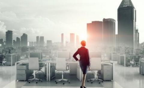 Business woman in middle office with cloud, cityscape © Sergey Nivens - Fotolia.com