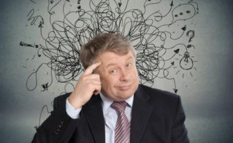 Business man points at head, thinking confused © BillionPhotos.com - Fotolia.com