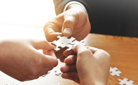 Business hands join 3 pieces puzzle over table © eggeeggjiew - Fotolia.com