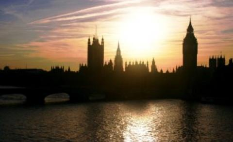 houses-of-parliament-at-dusk-1566172