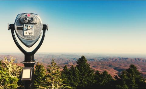 Coin-operated binoculars looking out over the Blue Ridge Mountains, NC © TierneyMJ - shutterstock