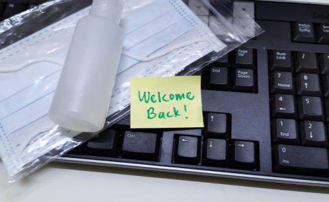 Welcome back note with sanitiser and mask on keyboard © stephaniepy - Shutterstock