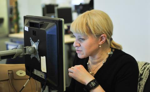 Image of a woman viewing the SCOPE website
