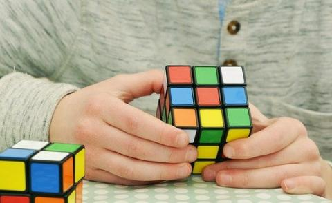 Picture of someone doing a Rubik's cube